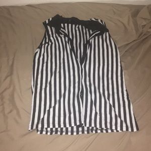 Short sleeves black and white striped top.